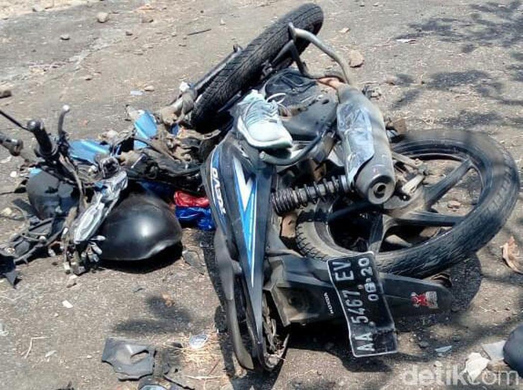 APV Mendadak Oleng Tabrak Pemotor di Purworejo, 1 Orang Tewas
