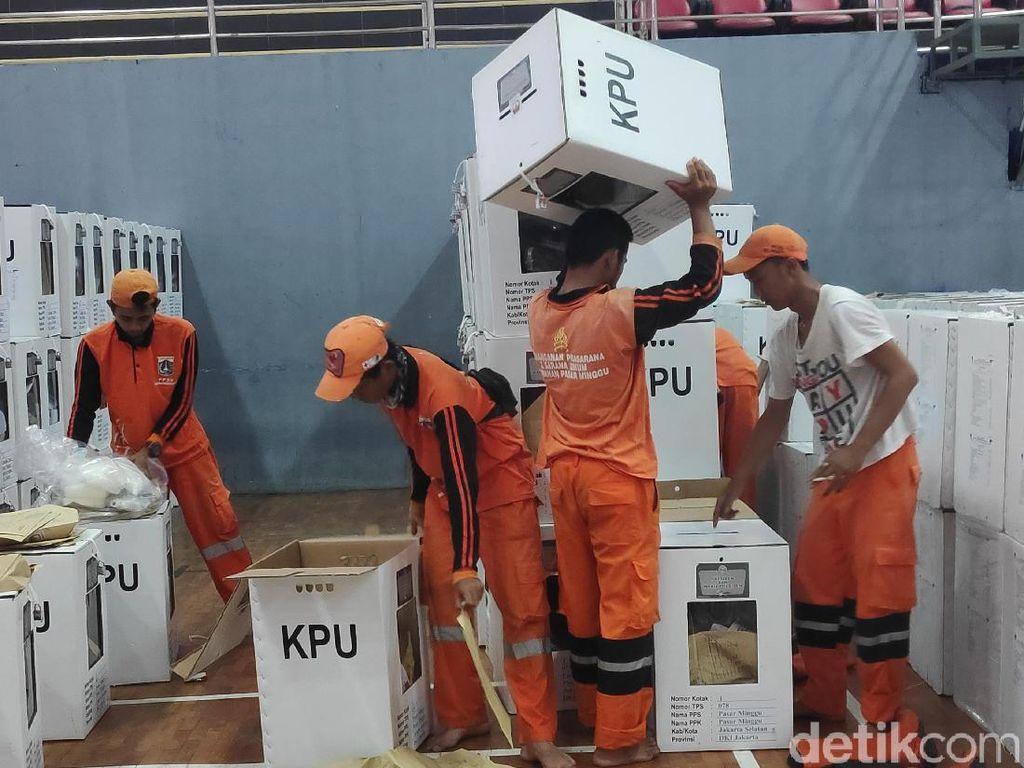 Rekap Pemilu di Pasar Minggu, Pasukan Oranye Ikut Bantu