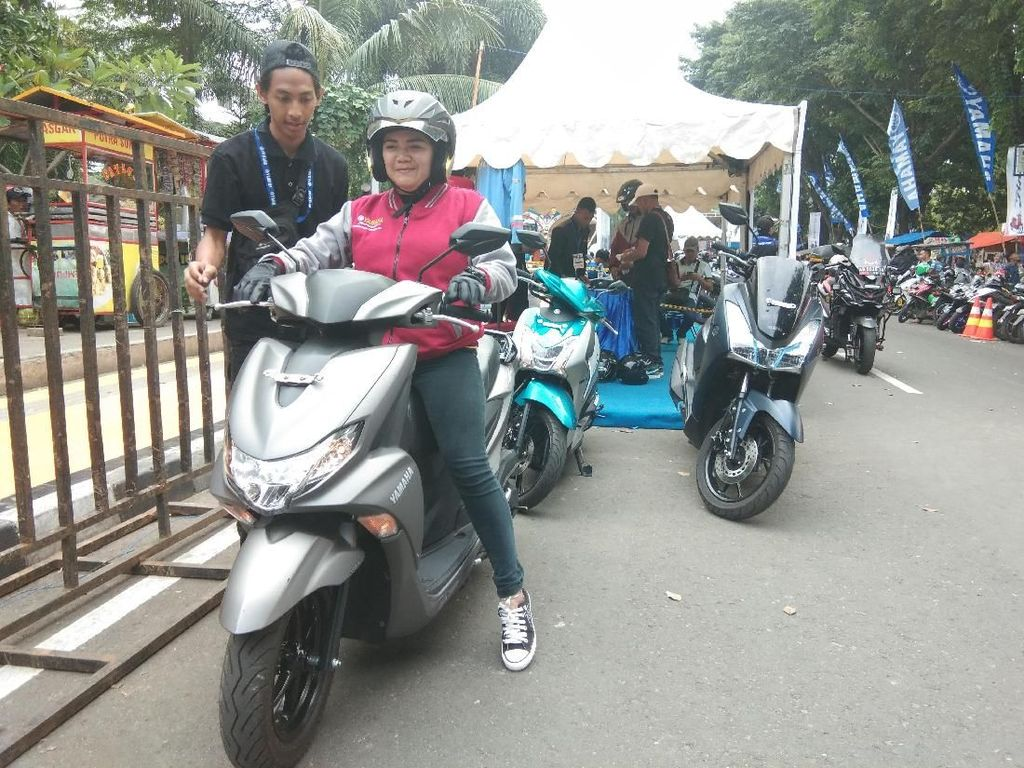Emak-emak di Klaten Jajal Yamaha FreeGo, Ini Pengakuannya