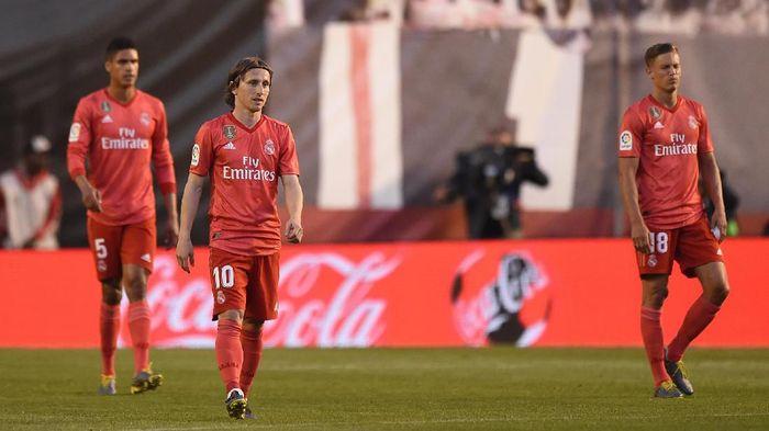 Pemain Real Madrid usai kalah dari Rayo Vallecano. (Foto: Denis Doyle/Getty Images)