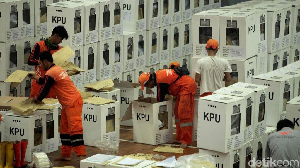 Aksi PPSU Bantu Rekapitulasi Suara Pemilu di Pasar Minggu