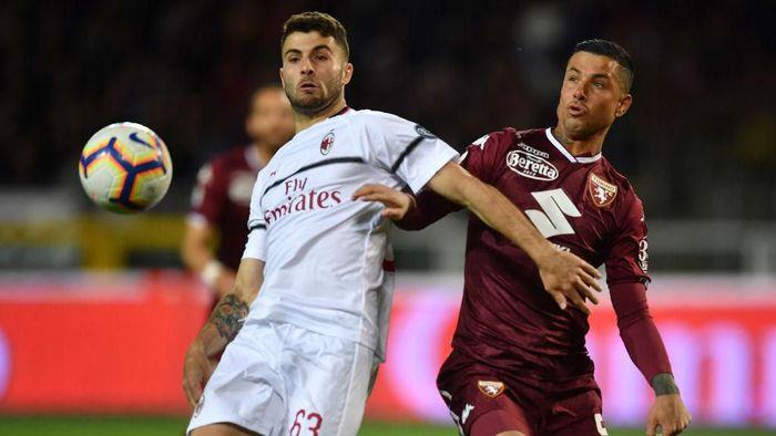 AC Milan beranjak pergi meninggalkan zona Liga Champions. Rossoneri terlempar dari empat besar setelah kalah 0-2 dari Torino.