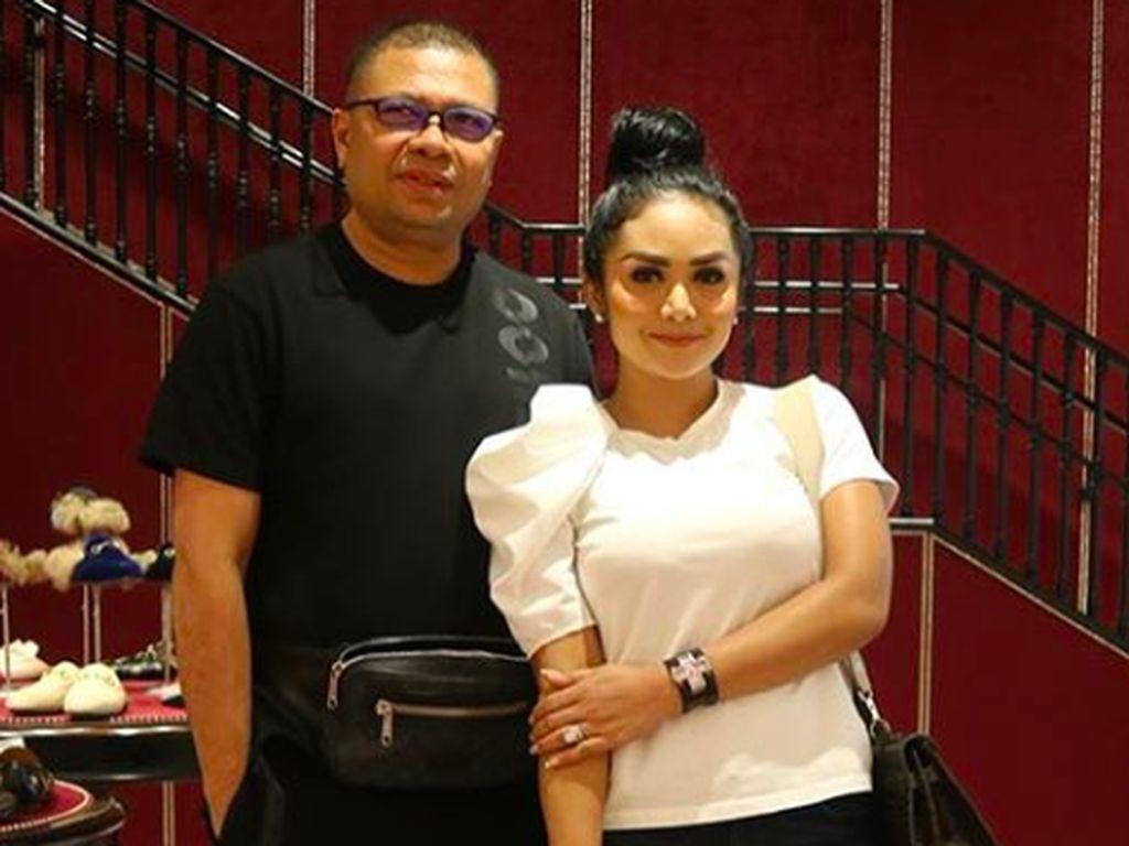 Pernikahan Dikabarkan Retak, Krisdayanti dan Raul Lemos ke Luar Kota