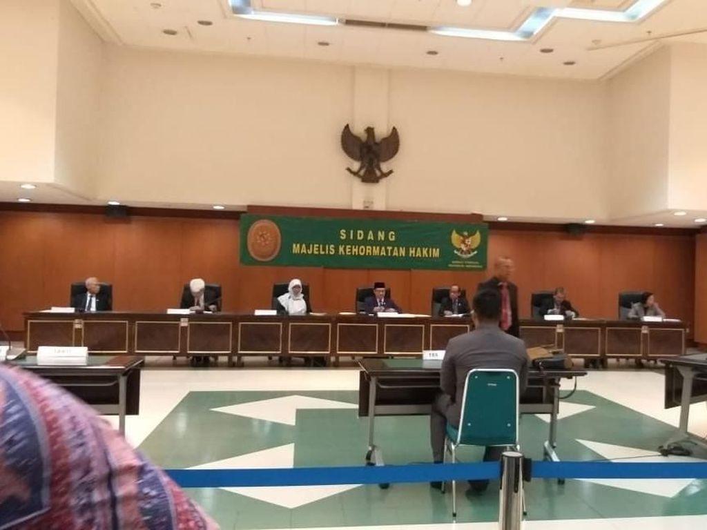 Selain Pakai Sabu, Hakim yang Dipecat Juga Selingkuh di Rumah Dinas