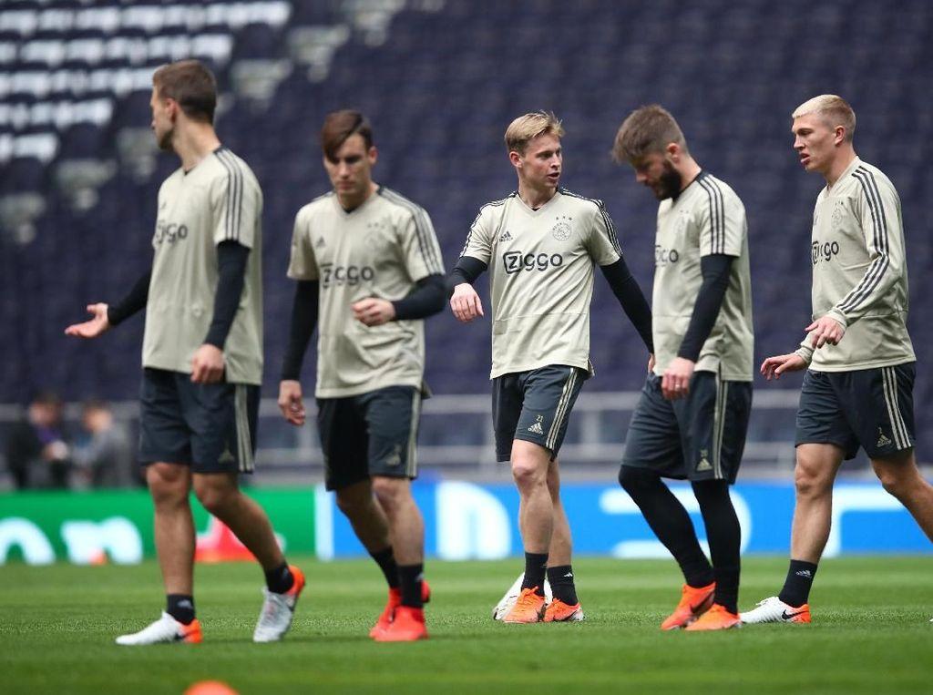 Sambangi Tottenham, Frenkie de Jong: Ajax Bukan Favorit