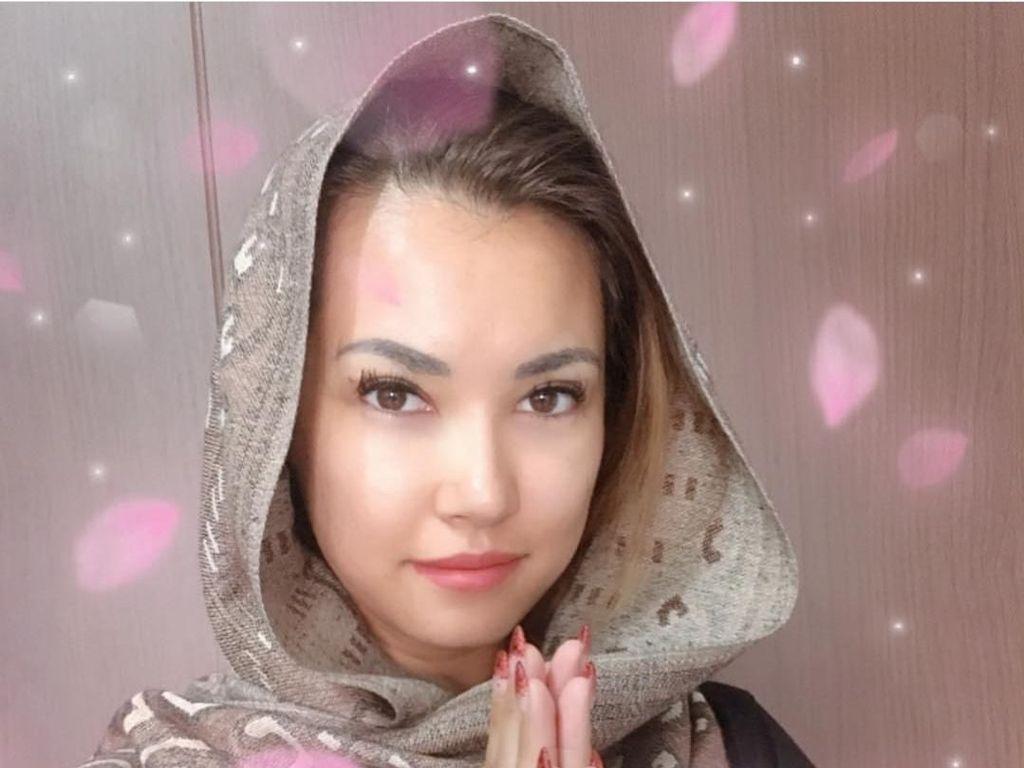 Pakai Pashmina, Maria Ozawa Ucapkan Selamat Berpuasa