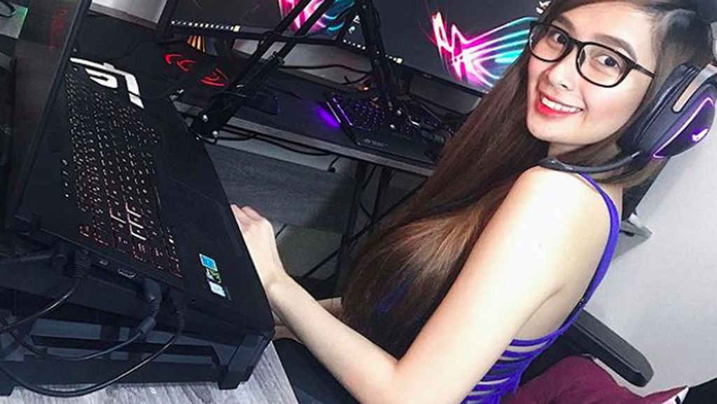 Kenalan dengan Ann, Gamer Cantik Jago Main Tembak-tembakan