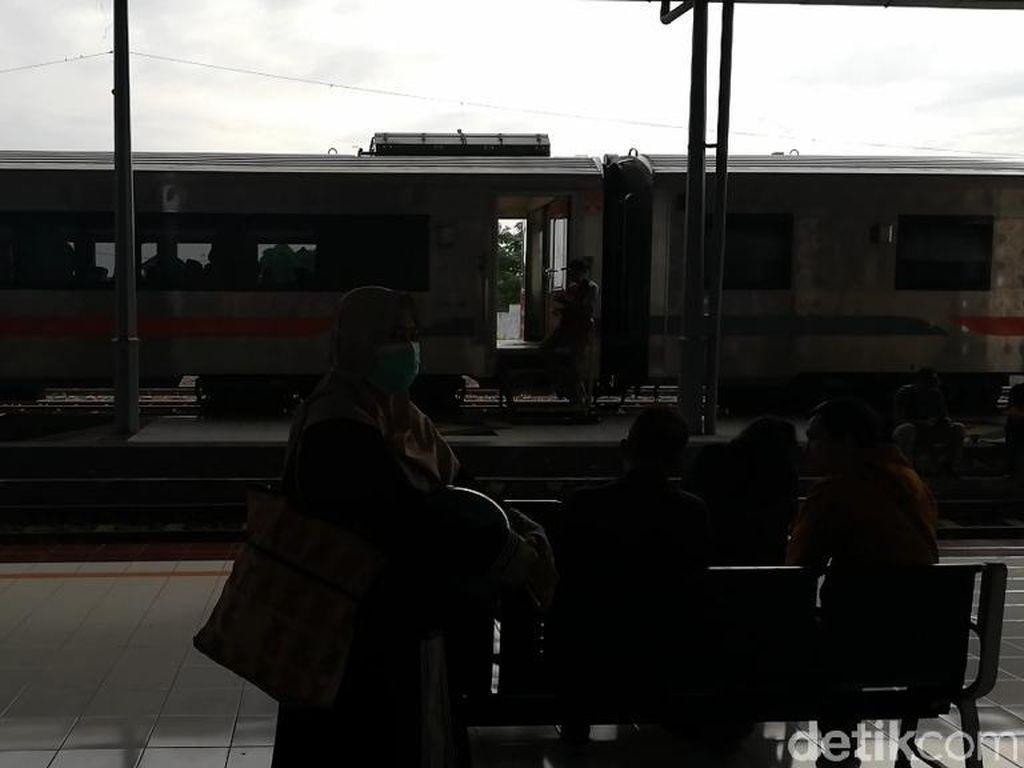 Jalur KA yang Terendam Banjir di Pasuruan Sudah Bisa Dilewati