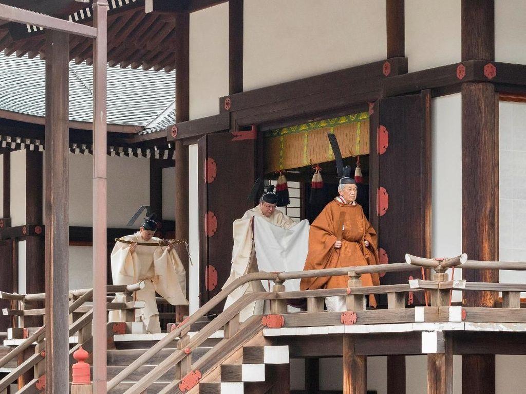 Melihat Persiapan Kaisar Akihito Jelang Turun Takhta
