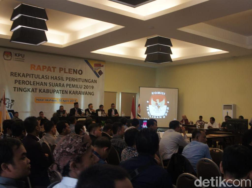 Doakan KPPS yang Meninggal, Rapat Pleno KPU Karawang Berlangsung Haru
