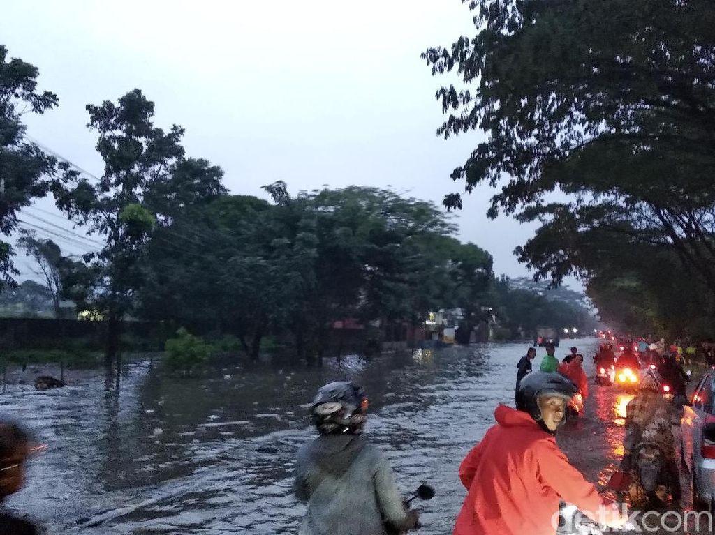 Begini Banjir di Gedebage yang Sebabkan Lalu Lintas Macet Total