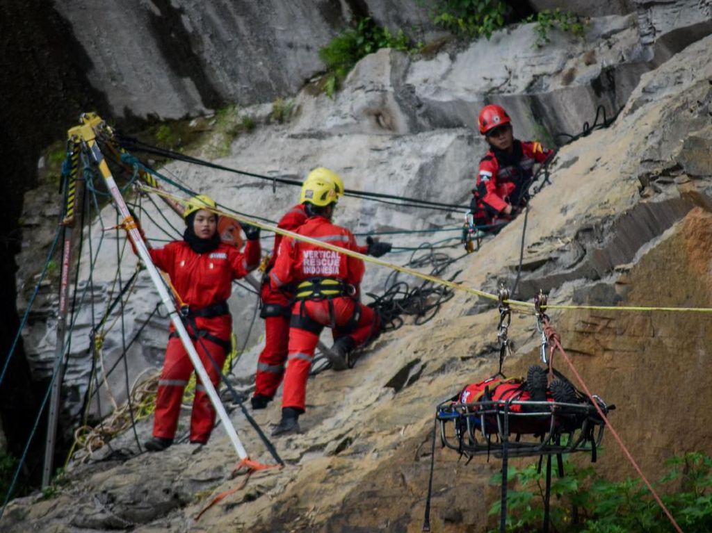 Mengintip Pelatihan Evakuasi Bencana di Bandung