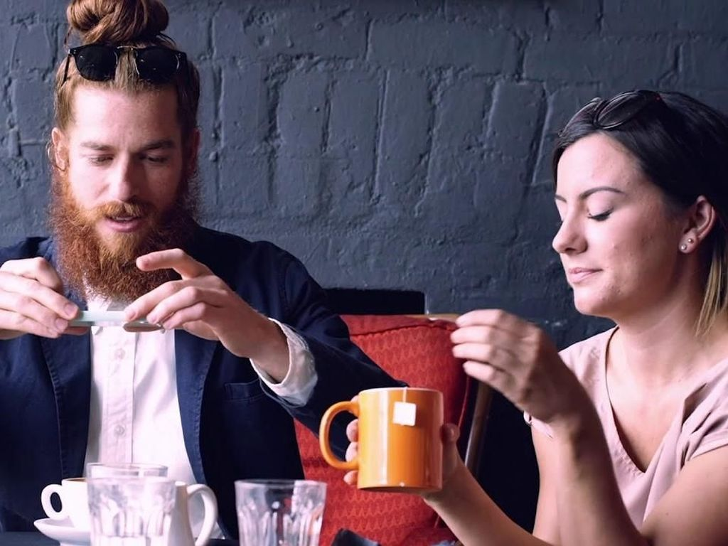 Pakai Kode QR, Piring Cantik Ini Hadirkan Pesan Menohok Saat Anda Memotretnya