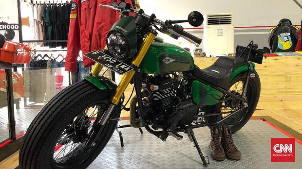 Kawasaki w175 yang sudah dimodifikasi ala bobber.