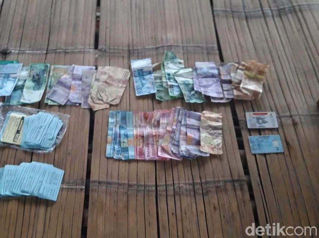 Polisi Ciduk Preman yang Memalak Wisatawan di Pantai Santolo