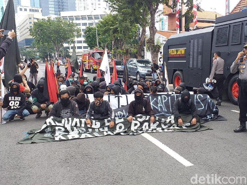 Menyusup di Hari Buruh, Massa Berpakaian Hitam Dibubarkan Polisi