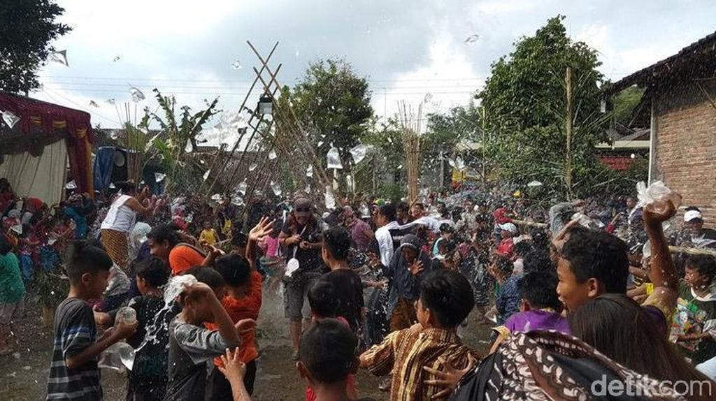 Bajong Banyu, Perang Air Jelang Ramadan di Magelang