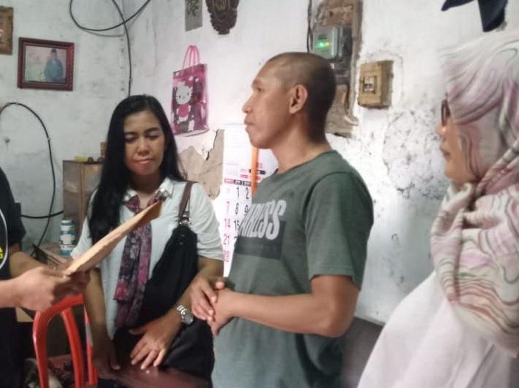 Relawan Jokowi Beri Santunan ke Petugas KPPS yang Meninggal