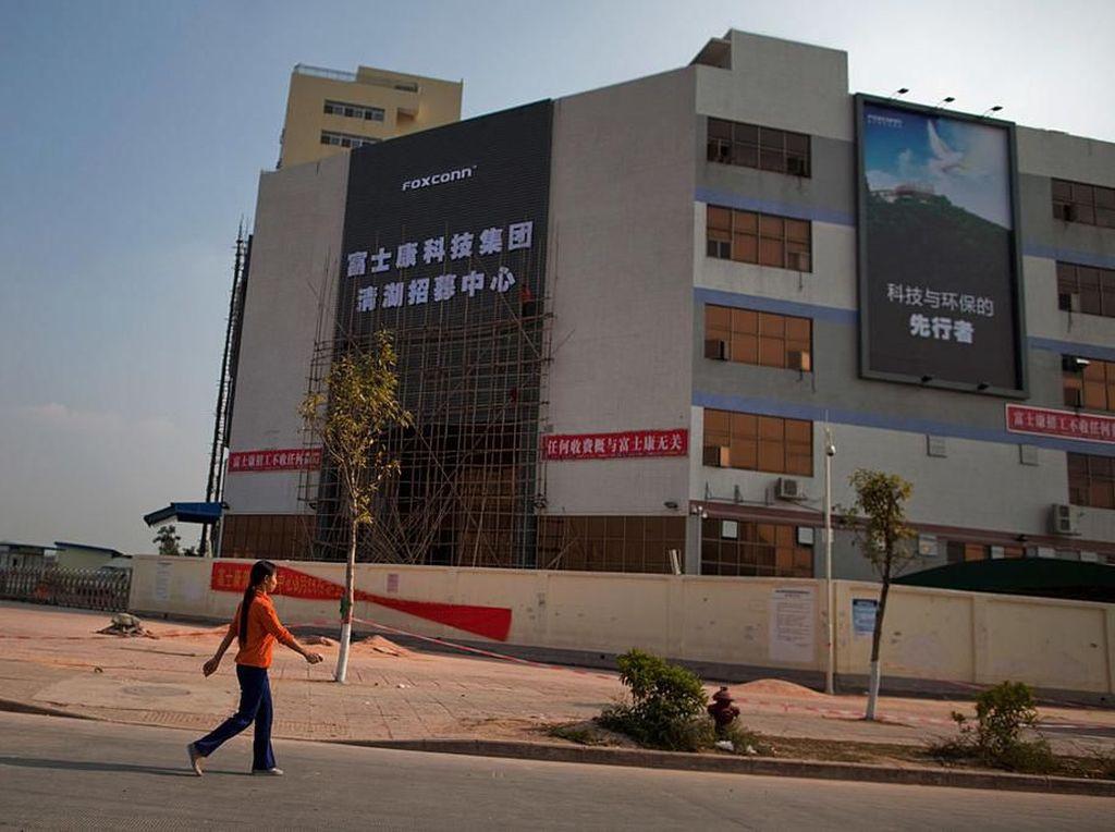 Pabrik iPhone di China Dibuka Kembali