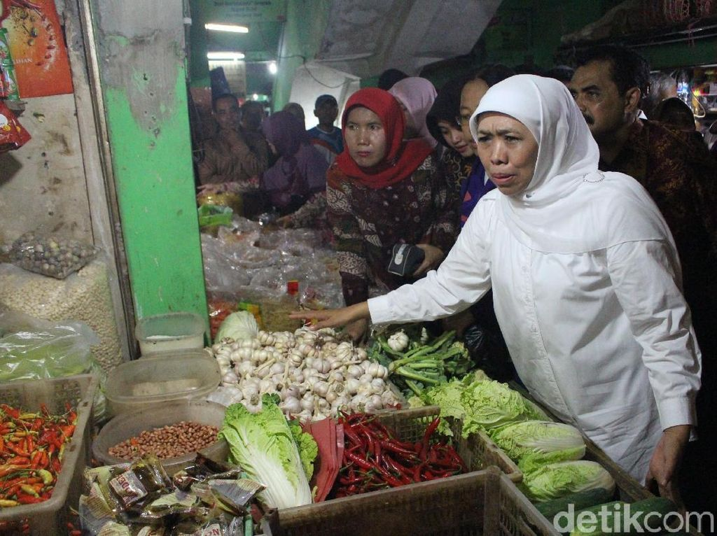 Gubernur Khofifah Blusukan Pasar Cek Harga Sembako Jelang Ramadan