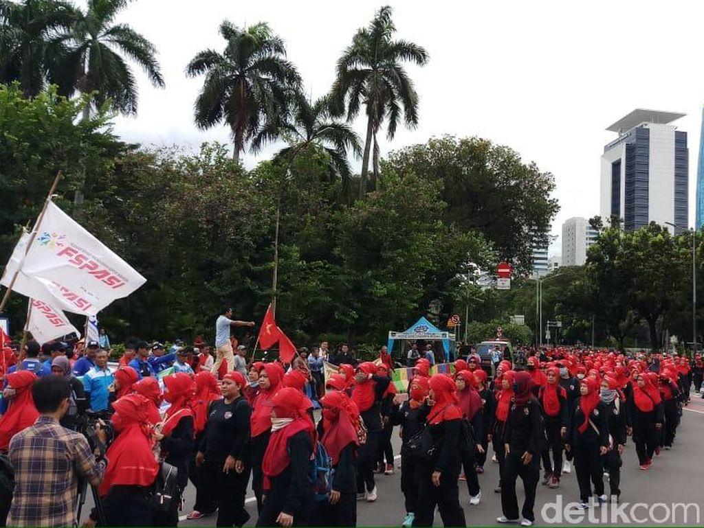 May Day, Massa Buruh Mulai Padati Patung Kuda