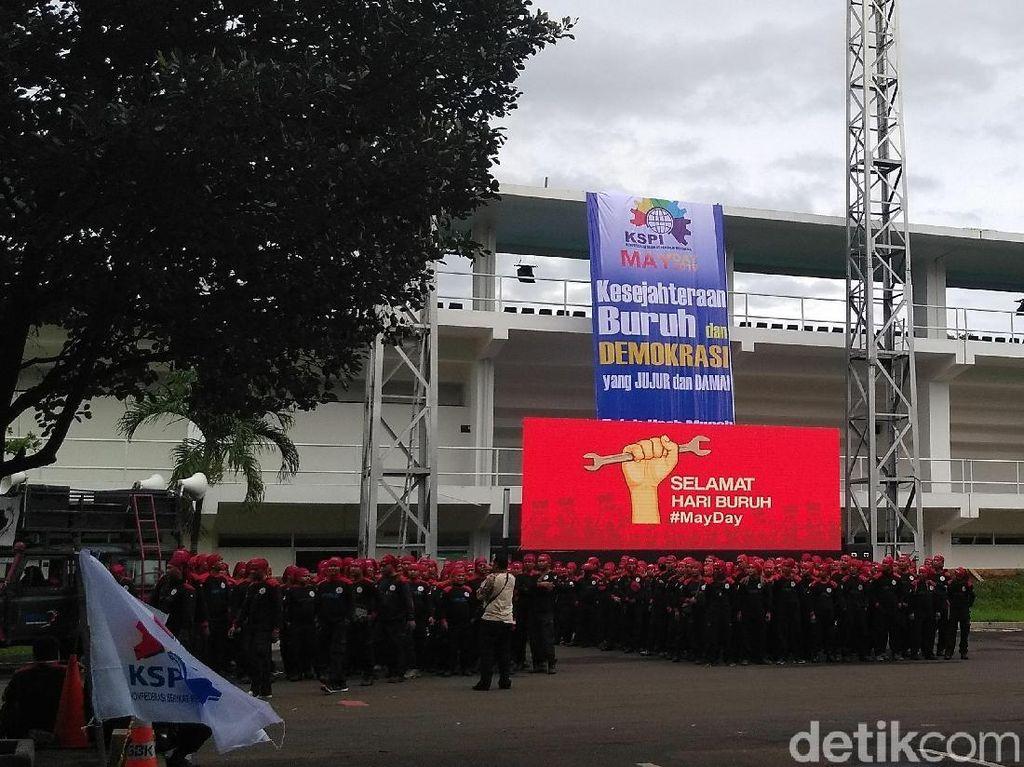 Melihat Lagi Janji Jokowi Bereskan Polemik Upah Buruh