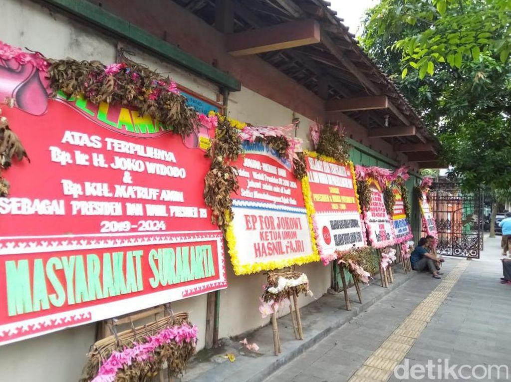 Karangan Bunga Ucapan Selamat Sambut Jokowi di Solo