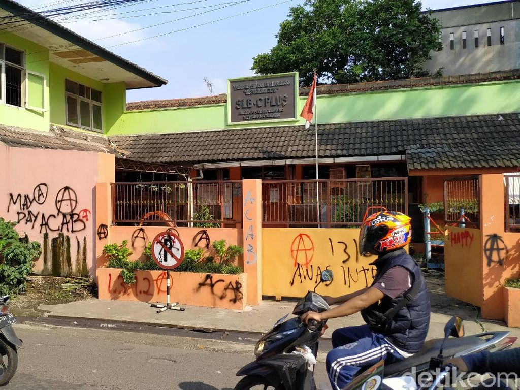 Ridwan Kamil Sesalkan Aksi Vandalisme Saat May Day di Bandung