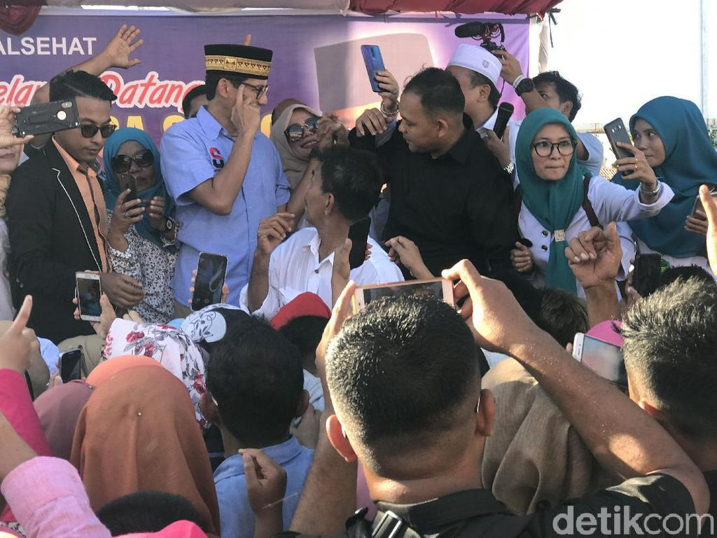 Sandiaga Disapa Pak Wapres di Padang