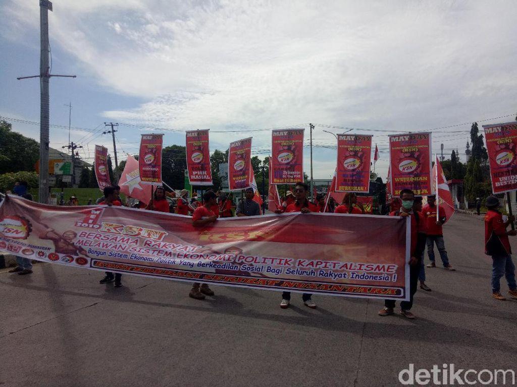 Buruh di Makassar Peringati May Day, Kritik Upah dan Outsourcing