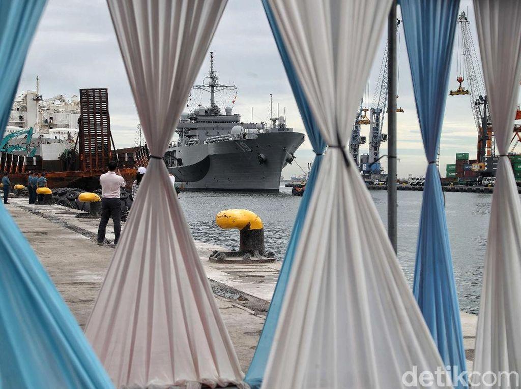 Kapal Angkatan Laut AS Merapat ke Tanjung Priok