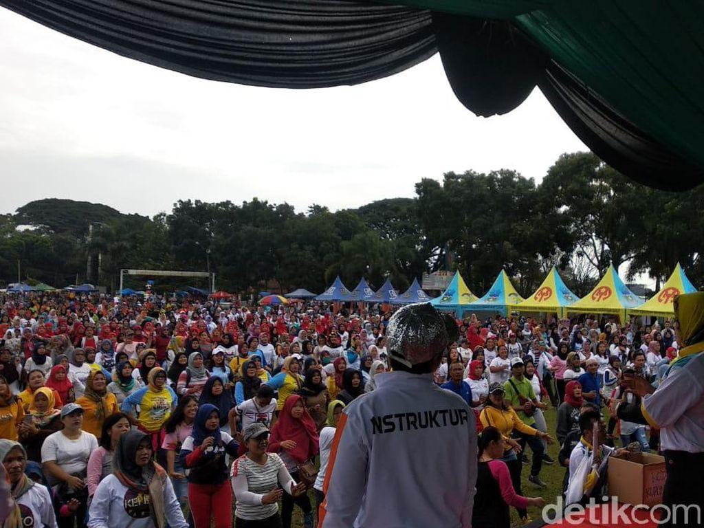 Rayakan May Day, Ribuan Buruh Garut Senam Bareng Wakil Bupati