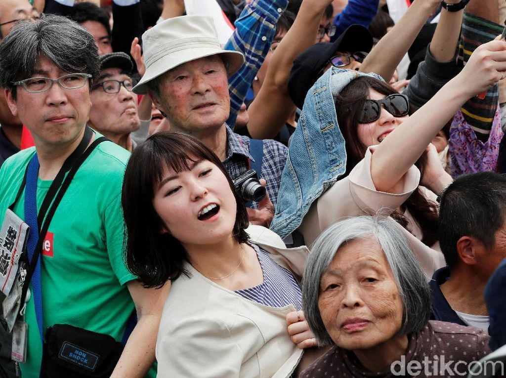Warga Jepang Sambut Bahagia Kaisar Baru