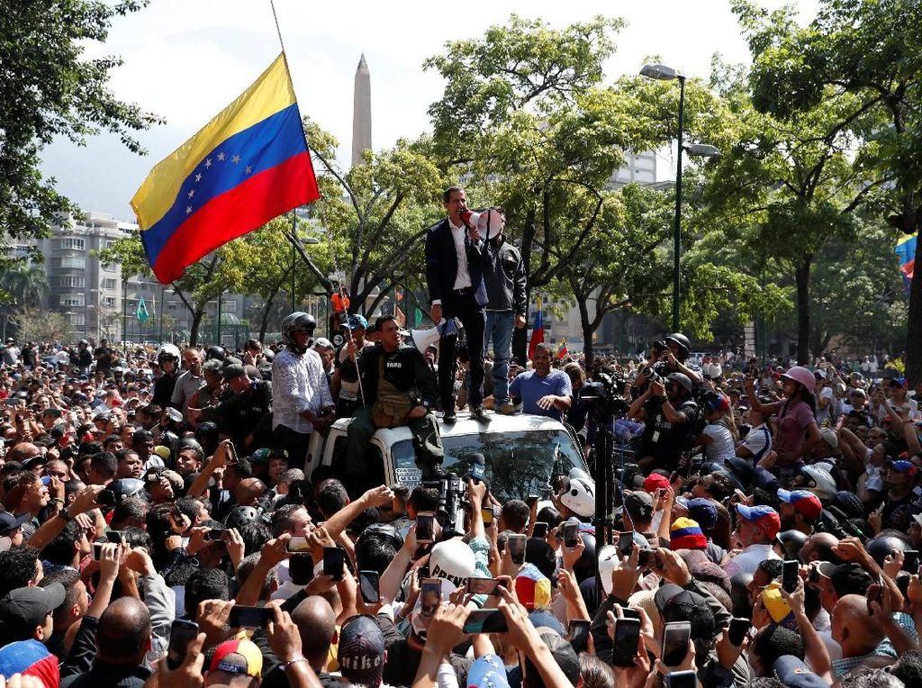 Video Bentrok Saat Upaya Kudeta di Venezuela