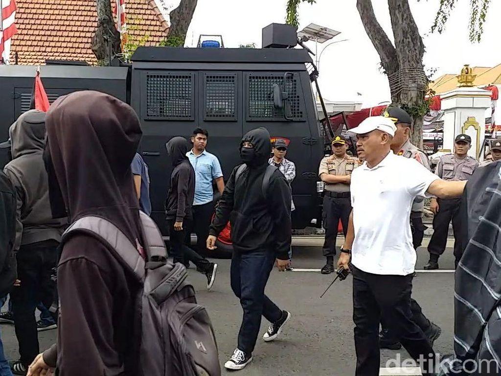 Lima Orang Anarko Ditangkap Saat Peringatan Hari Buruh di Surabaya