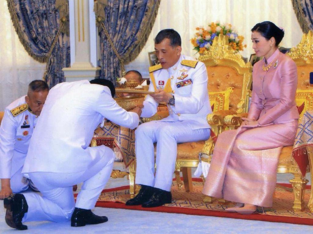 Perjalanan Hidup Suthida, Mantan Pramugari yang Jadi Ratu Thailand