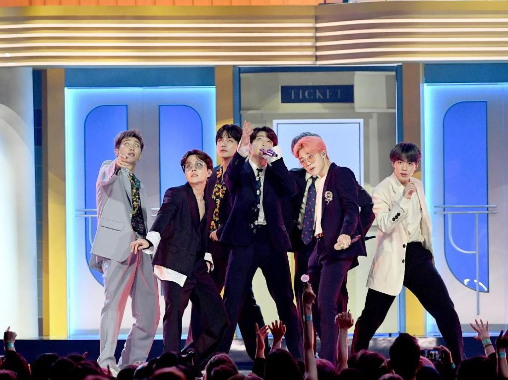 BTS Bawa Pulang Piala Top Social Artist di Billboard Music Awards