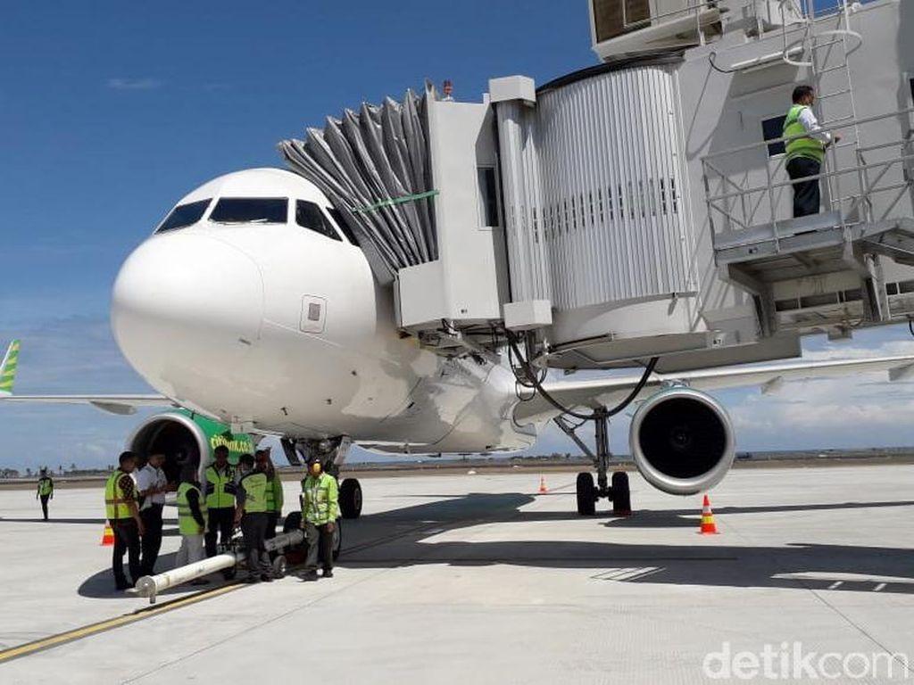 Gaji Karyawan Tinggi Bikin Tiket Pesawat Mahal?