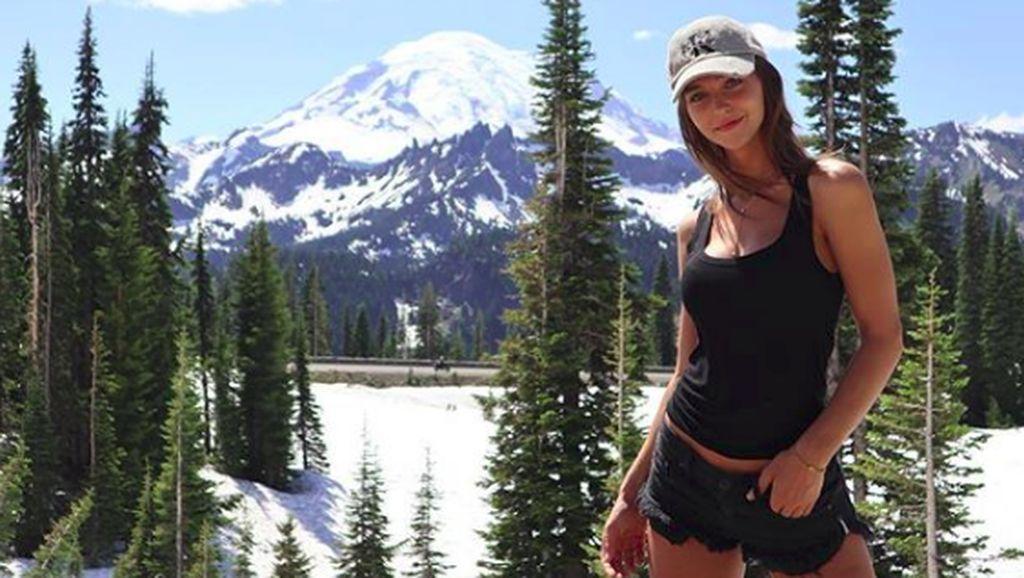 Kenalan Sama Rachel Cook, Model Playboy yang Suka Traveling