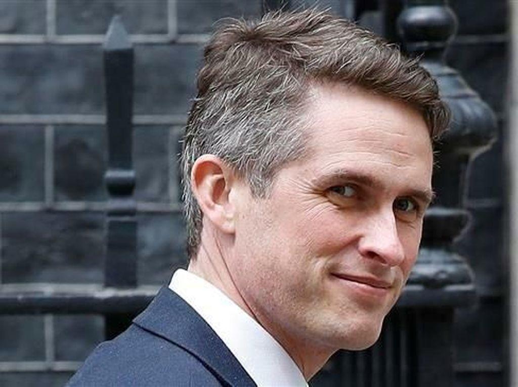 Menteri Pertahanan Inggris Dipecat Atas Bocornya Info Soal Huawei