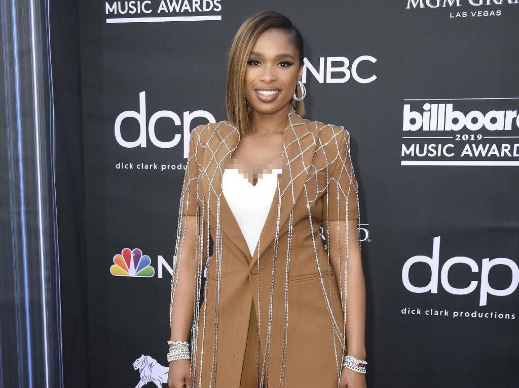 7 Selebriti dengan Busana Terburuk di Billboard Music Awards 2019