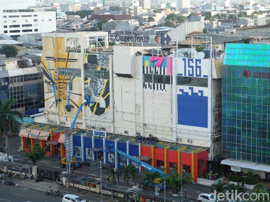 Keren! Seniman Indonesia-Prancis Bikin Mural di Duta Merlin Harmoni