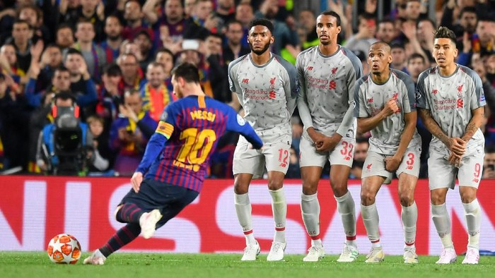 BARCELONA, SPAIN - MAY 01:  Lionel Messi of Barcelona scores his sides third goal from a free kick during the UEFA Champions League Semi Final first leg match between Barcelona and Liverpool at the Nou Camp on May 01, 2019 in Barcelona, Spain. (Photo by Michael Regan/Getty Images)