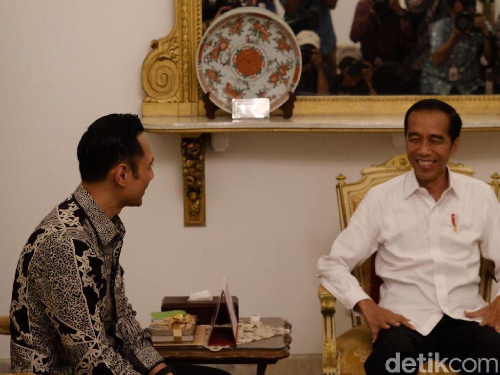 Jokowi Bertemu 4 Mata dengan AHY di Istana Merdeka