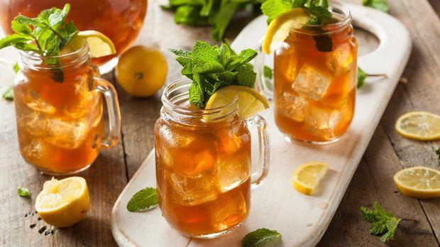 Homemade Iced Tea and Lemonade with Mint