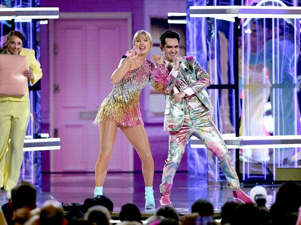 Taylor Swift Ungkap Banyak Teka-teki di Klip ME!