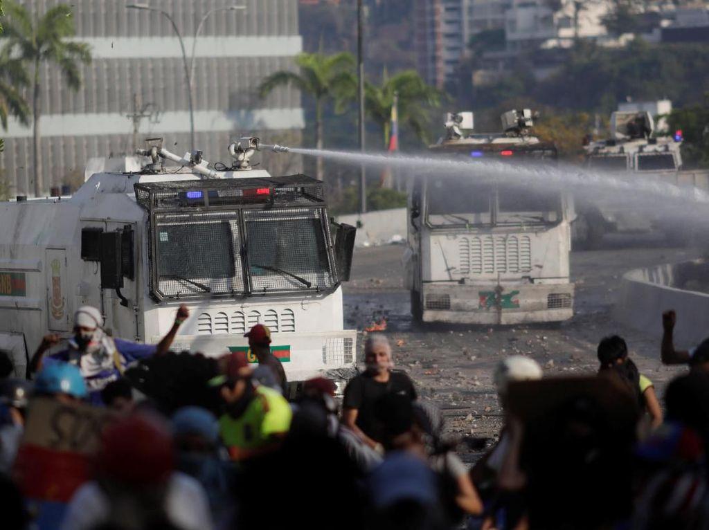 2 Demonstran Tewas Ditembak dalam Bentrokan di Venezuela