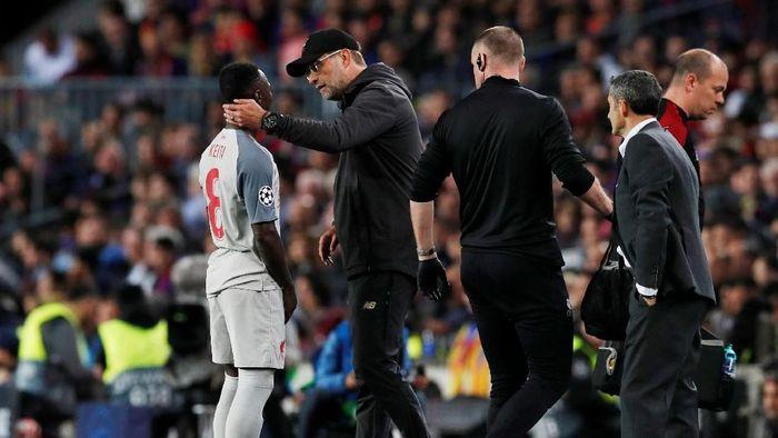 Naby Keita mengalami cedera dan tak akan main lagi untuk Liverpool di musim ini (Foto: Albert Gea/Reuters)