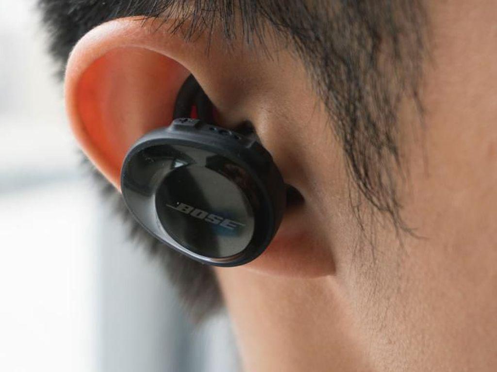 Tak Sengaja Tertelan Headset, Pria Ini Bisa Dengar Musik dari Perutnya
