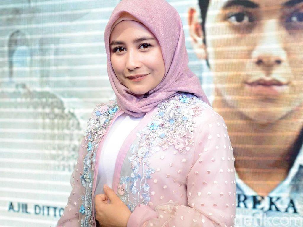 Jelang Puasa Prilly Latuconsina tampil Berhijab, Ada Apa?